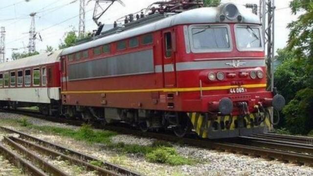 Мъж почина, прегазен от влак пред жп гара