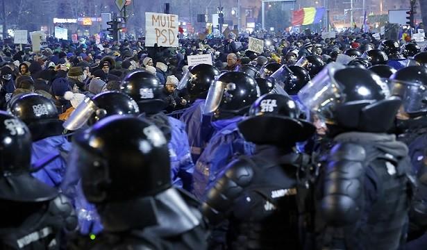 Румънците се връщат от чужбина, за да протестират срещу промени в законите