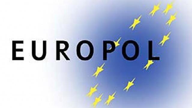 ЕС прави антитерористична група, призова службите да не крият информация