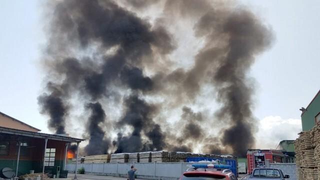 Бедствието в Хасковско се разраства, вече горят 100 000 дка треви и храсти