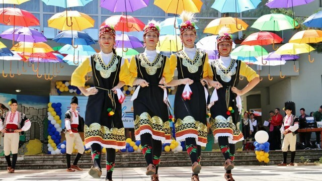 """Фестивалът """"Дунав - хора, природа, традиции"""" се превърна в истинска цветна фиеста в Никопол"""
