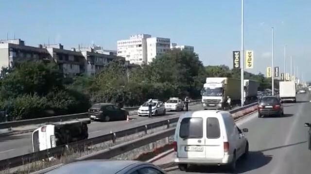 Обърната кола на бул.