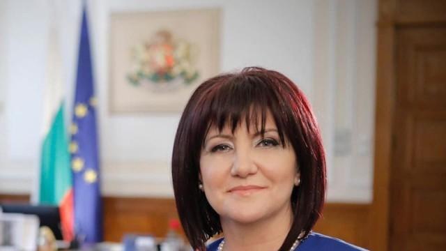 Цвета Караянчева с извинение за популизма и замразяването на депутатските заплати
