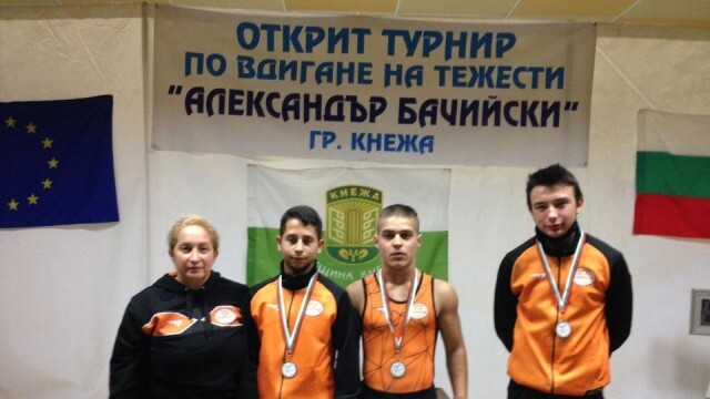 Русенски щангисти се включиха в турнир по вдигане на тежести в Кнежа