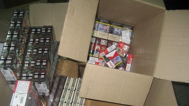 Митничари откриха скрити кутии цигари в хранителни продукти на Дунав мост