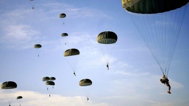 Край Чешнигирово: Канадски парашутист загина, трима US военни потрошени