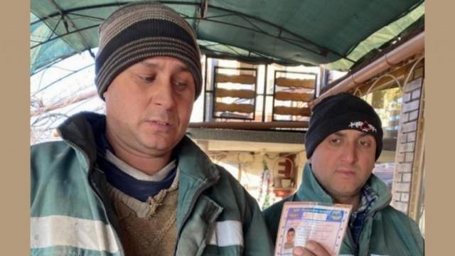 Служители от сметоизвозваща фирма намериха скъп лаптоп с документи в Тръстеник