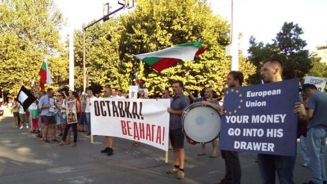 """""""Политико"""": ЕС си затваря очите за корупционните скандали, свързани с българската мафия и олигарси"""