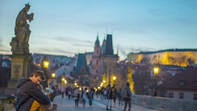 В Чехия обявиха извънредно положение заради рекордно бързото разпространение на COVID