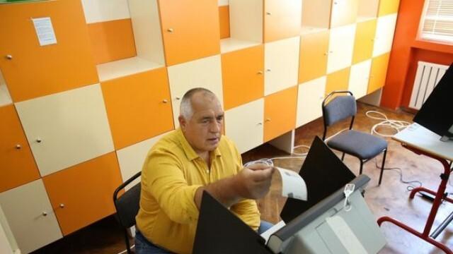 Борисов гласува без маска и машинно, нарече изборите