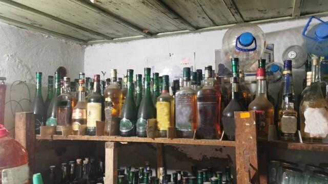 626 л нелегален алкохол откриха в къща в село от община Левски