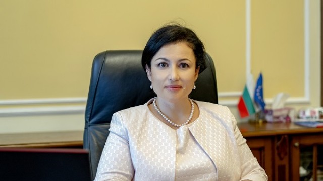 Десислава Танева отрече заразеното със салмонела пилешко месо да е стигнало до продажба