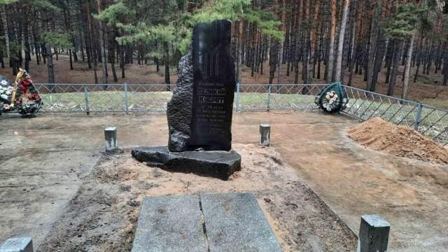 Възстановяват повредения паметник на хан Кубрат в Мала Перешчепина, разследването продължава