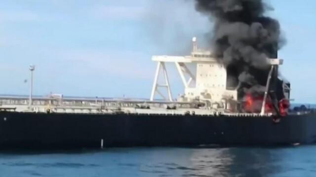 Пожар на супертанкер край бреговете на Шри Ланка, има изчезнал