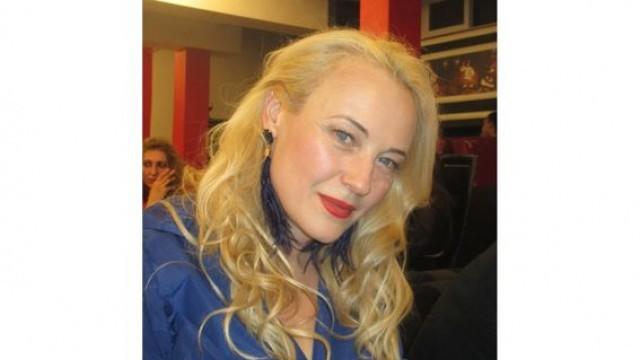 Послание на дизайнерката Евелина Дойчинова: За мен е много важен контактът с материята, за да сътворя дрехата