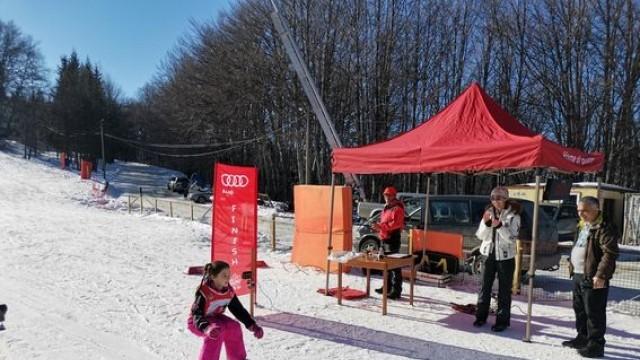145 плевенски ученици ще се учат да карат ски на Беклемето