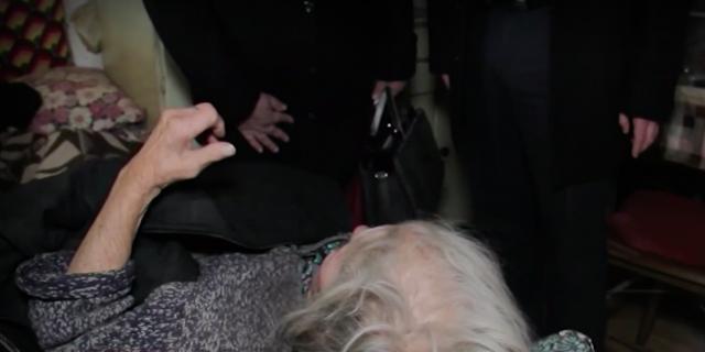 Изверги! Пребиха и ограбиха 92-годишна жена (ВИДЕО)