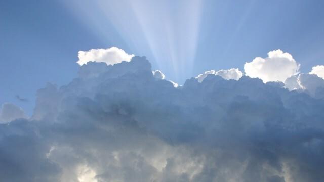 Облаците се разкъсват, краткотрайни превалявания само на някои места след обяд