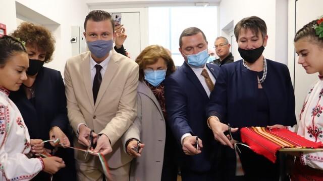 """Нов високотехнологичен център бе открит в Професионалната гимназия по облекло """"Недка Иван Лазарова"""""""