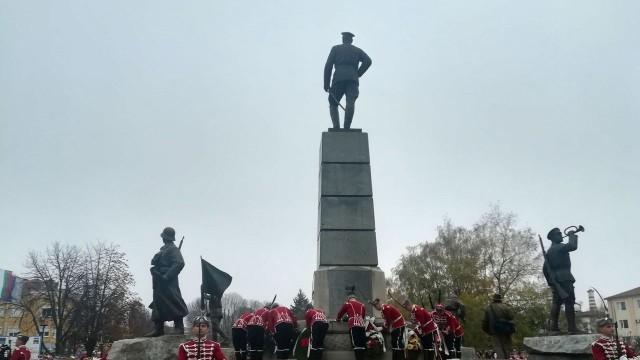 Плевен: Министър Каракачанов откри паметник на героичната Девета плевенска пехотна дивизия