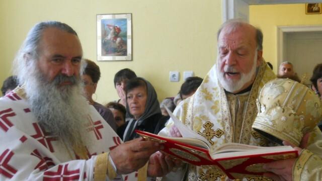 Отец Добри Чаков пребори коронавируса. Владиката продължава лечението