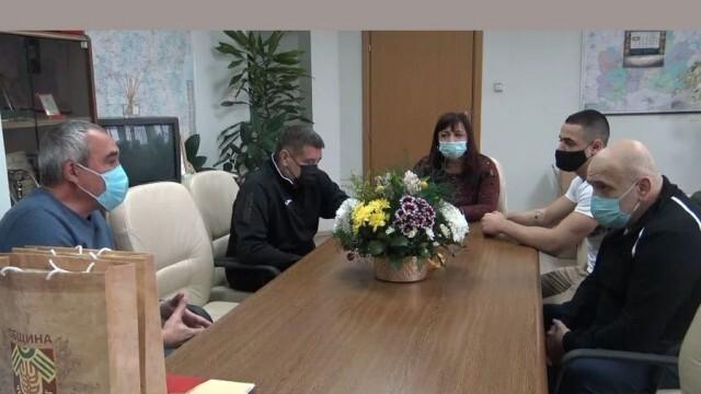 Депутат и кмет поздравиха световния шампион в щангите Карлос Насар и треньора му Илиян Илиев (ВИДЕО)