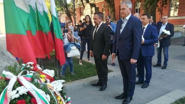 Плевен с венци и цветя за 112-ата годишнина от Независимостта на България (СНИМКИ)