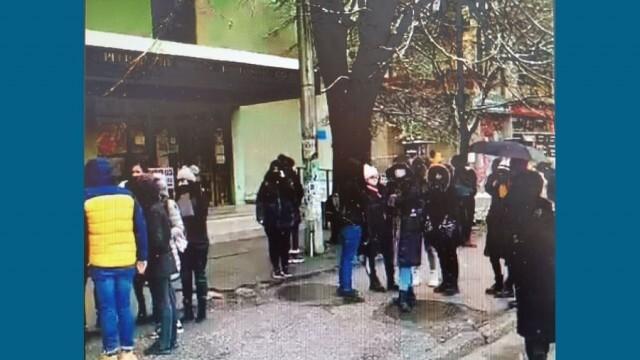 Десетки излязоха на протест срещу новите мерки в Плевен