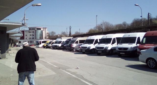 Транспортен колапс: Автобусите за София спират, за страната са наполовина