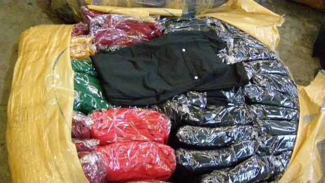Контрабандни облекла задържаха в турски автобус на Дунав мост