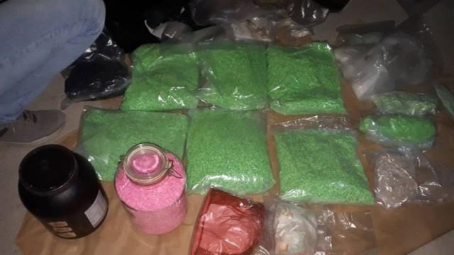 Откриха гараж със 100 кила дрога и автомати /Снимки/