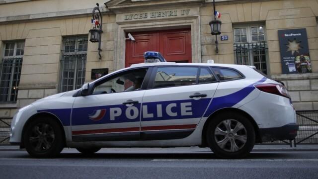 Кола удари заведение в Париж - един загинал и шестима ранени