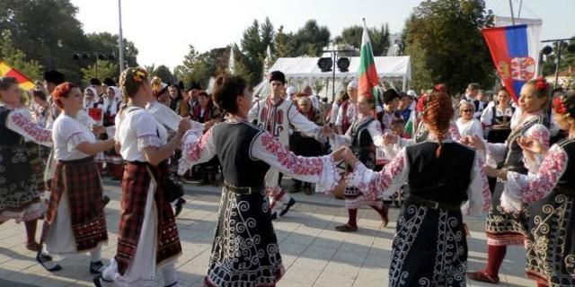 """Над 400 участници от пет националности в """"Плевен пее и танцува"""""""