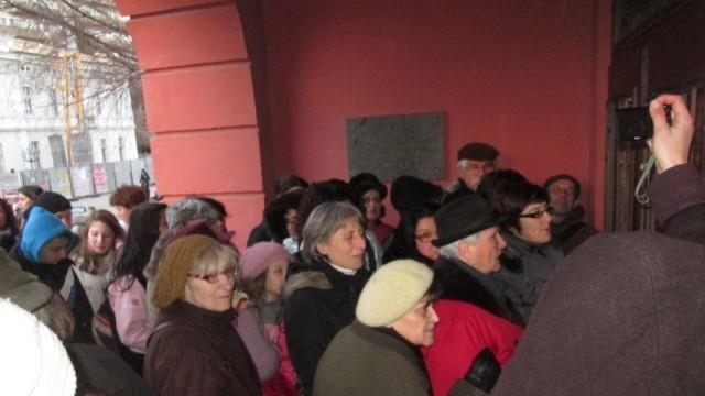 """Поне 100-ина плевенчани останаха извън залата за премиерата на """"Дякон Левски"""""""