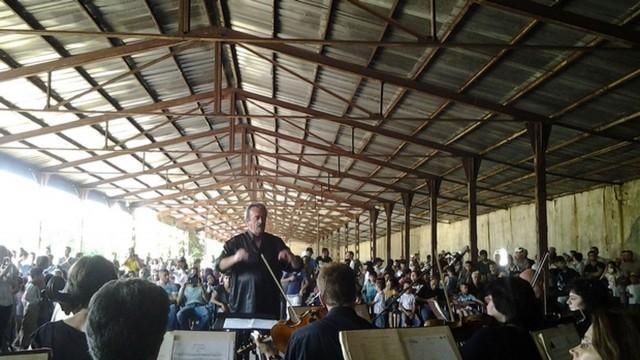 Плевенска филхармония с концерт в бежанския лагер в Харманли