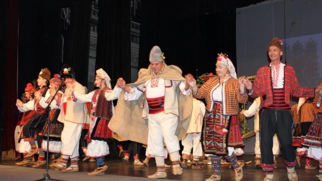 """Плевен: Невероятен концерт на """"Гайдуница"""" на сцената на ДКТ """"Иван Радоев"""""""