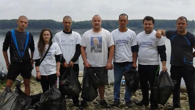 От ГЕРБ почистиха брега на Дунав край Гулянци