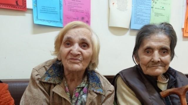 Мед за подарък получиха в Дома за стари хора в Бохот