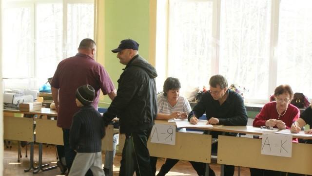 Към 13,00 часа: 27 % е избирателната активност в област Плевен