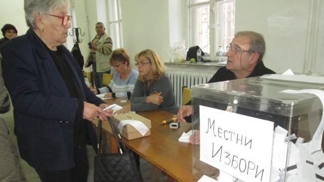 Меглена Кунева пътува към Плевен, за да следи вота в града