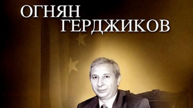 """Огнян Герджиков представя книгата си """"Аз не бях политик"""" в Плевен"""