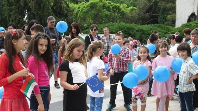 Тони Димитрова и хепънинг на площада за Деня на Европа в Плевен