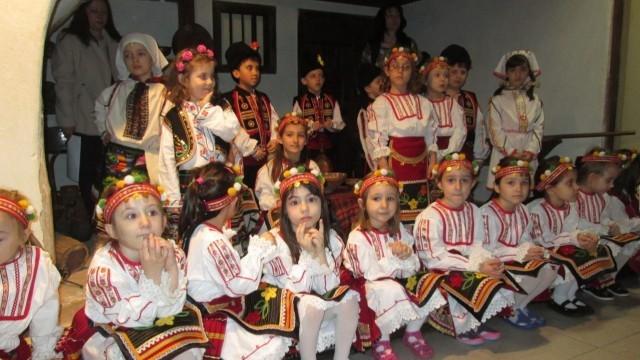 Лазаруване в Плевен показаха бъдещи първокласници