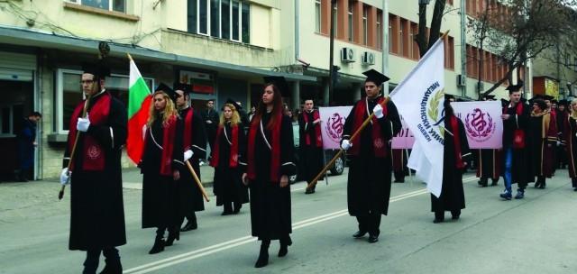 Плевен: 36-ият випуск млади лекари получи дипломите си