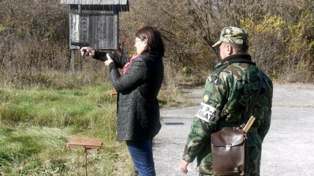 Плевен: Журналисти демонстрираха точен мерник в турнир по стрелба
