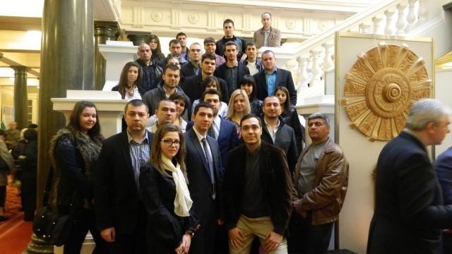 Младежи от ГЕРБ - област Плевен посетиха Народното събрание
