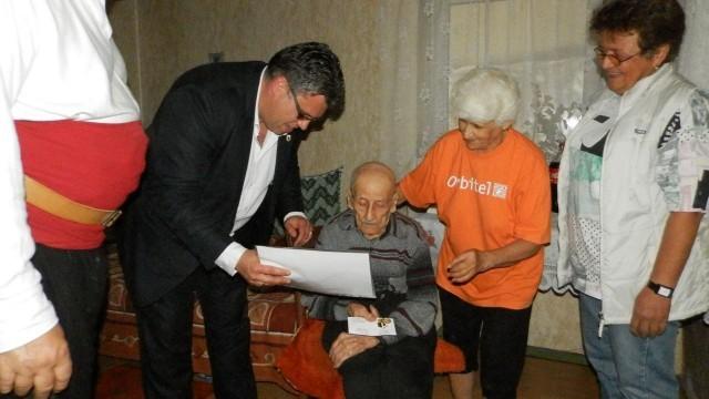 Плевен: Връчиха медал и грамота на 98-годишен ветеран от Втората световна война