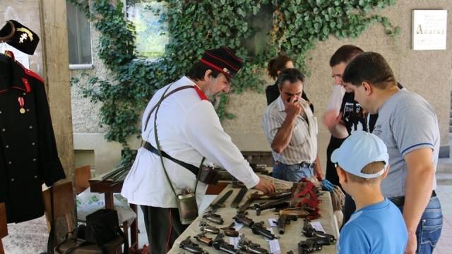 Музей на открито показа автентични старинни оръжия в Никопол