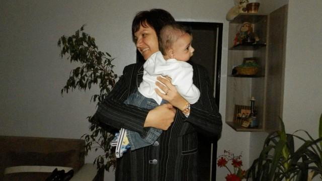 Плевен: Областният управител сподели празника с децата в две приемни семейства