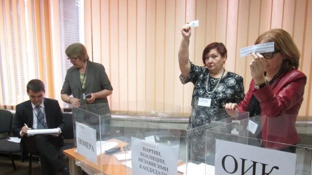 В ОИК - Плевен изтеглиха жребия за участието в изборите